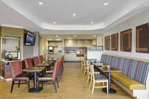 Restaurant - TownePlace Suites by Marriott Ames