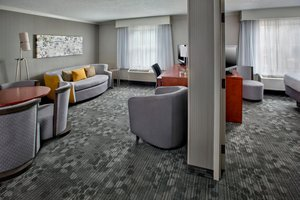 Suite - Courtyard by Marriott Hotel Tinton Falls