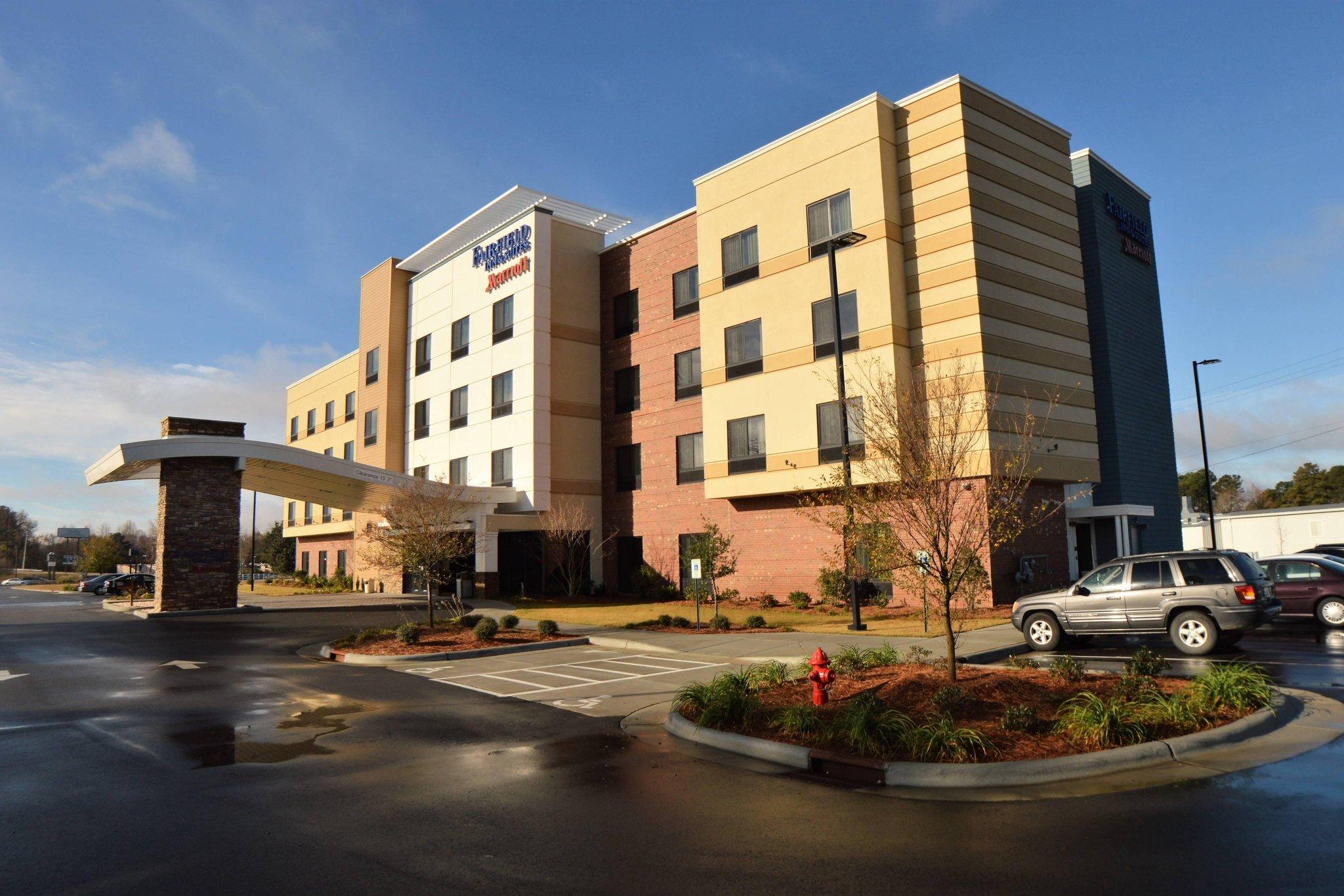 Fairfield Inn and Suites by Marriott Dunn I-95