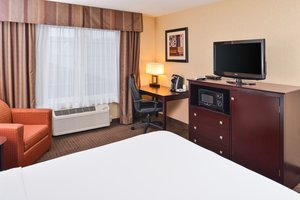 Room - Holiday Inn Express Jantzen Beach Portland
