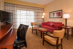 Suite - Courtyard by Marriott Hotel Hunt Valley