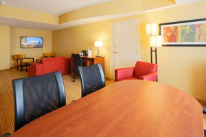 Suite - Courtyard by Marriott Hotel Waltham