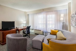 Suite - Courtyard by Marriott Hotel Downtown Chattanooga