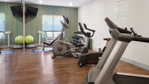 Fitness/ Exercise Room - Holiday Inn Express Hotel & Suites Newton