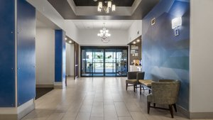Lobby - Holiday Inn Express Hotel & Suites Newton