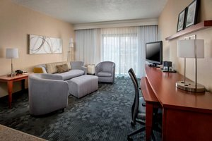 Suite - Courtyard by Marriott Hotel Andover