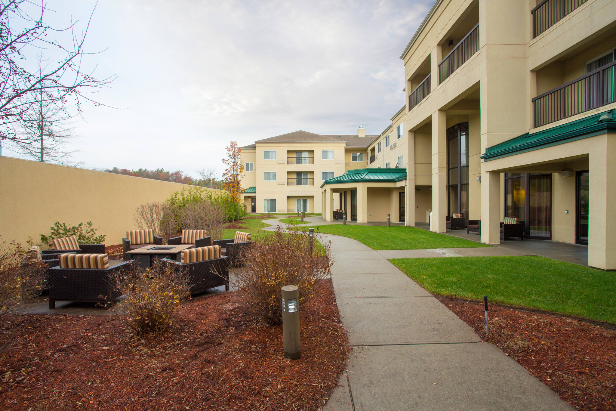 Courtyard by Marriott Boston Raynham