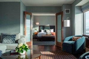 Suite - Courtyard by Marriott Hotel Burlington