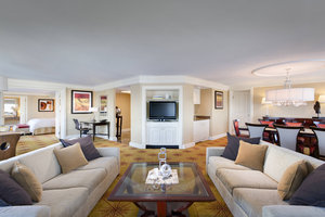 Suite - Renaissance by Marriott Harborplace Hotel Baltimore