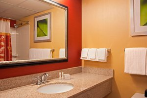 Room - Courtyard by Marriott Hotel Elmhurst