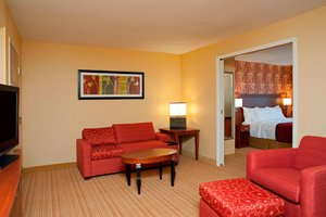 Suite - Courtyard by Marriott Hotel Elmhurst
