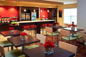 Restaurant - TownePlace Suites by Marriott West Dundee