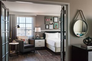 Suite - Renaissance by Marriott Hotel Charleston