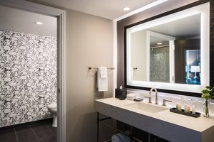Suite - Renaissance by Marriott Hotel Charleston