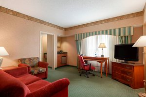 Suite - Marriott Hotel Cedar Rapids