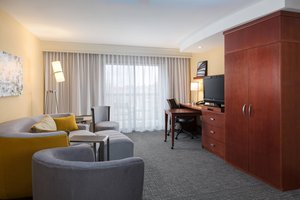 Suite - Courtyard by Marriott Hotel West Des Moines