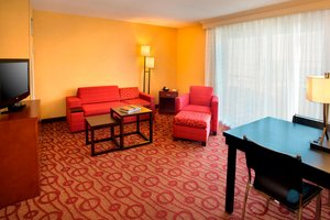 Suite - Courtyard by Marriott Hotel Niagara Falls