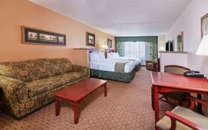 Suite - Holiday Inn Express Hotel & Suites Selma