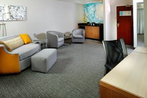 Suite - Courtyard by Marriott Hotel Lansing