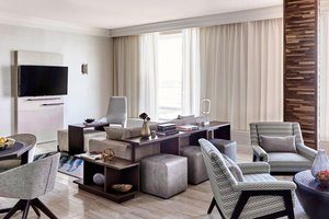 Suite - Marriott Hotel LAX Airport Los Angeles