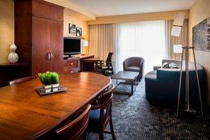 Suite - Courtyard by Marriott Hotel Shawnee