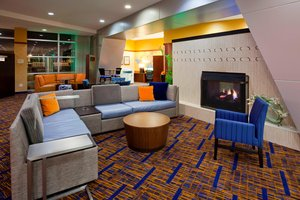 Lobby - Courtyard by Marriott Hotel Maple Grove