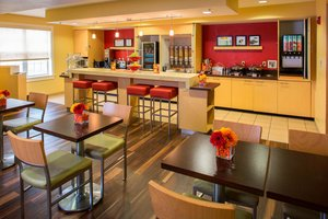Restaurant - TownePlace Suites by Marriott Harahan