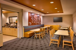 Restaurant - TownePlace Suites by Marriott West Omaha