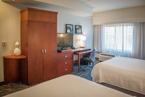 Room - Courtyard by Marriott Downtown Hotel Pensacola