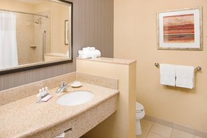 - Courtyard by Marriott Hotel Paso Robles