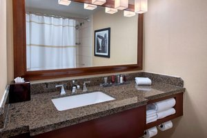 Room - Marriott Hotel & Conference Center Uniondale