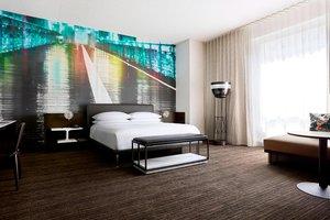 Room - Marriott at Brooklyn Bridge Hotel Brooklyn