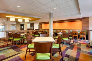 Restaurant - Fairfield Inn & Suites by Marriott Smithfield