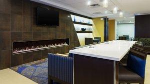 Restaurant - Holiday Inn Express Hotel & Suites Midland