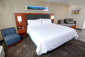 Room - Holiday Inn & Suites Airport Sioux Falls