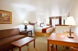 Suite - Holiday Inn Express Hotel & Suites Mattoon