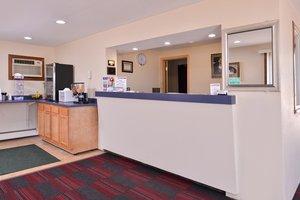 Lobby - Red Carpet Inn Worthington