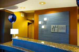 Lobby - Holiday Inn Express Hotel & Suites Vineland