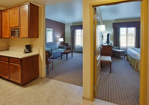 Suite - Holiday Inn Express Hotel & Suites Willows