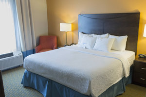 Room - Fairfield Inn & Suites by Marriott Slippery Rock