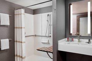 Room - Marriott Glenpointe Hotel Teaneck