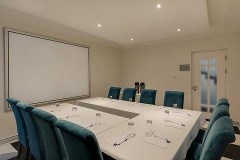 Boardroom - U-Shape Setup