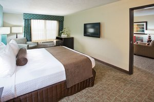 Suite - Crowne Plaza Midtown Hotel Anchorage