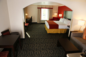 Suite - Holiday Inn Express Hotel & Suites Sumter