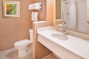 Room - Fairfield Inn & Suites  by Marriott East Eugene