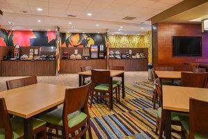 Restaurant - Fairfield Inn & Suites  by Marriott East Eugene