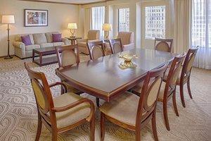 Suite - Crowne Plaza Hotel Dayton