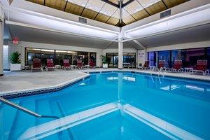 Pool - Crowne Plaza Hotel Warwick