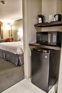 Room - Holiday Inn Express Hotel & Suites Claremore