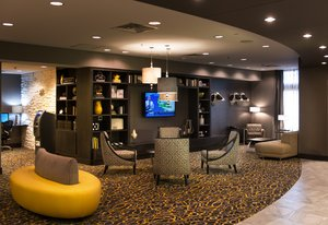 Lobby - Holiday Inn Express Hotel & Suites Central Madison